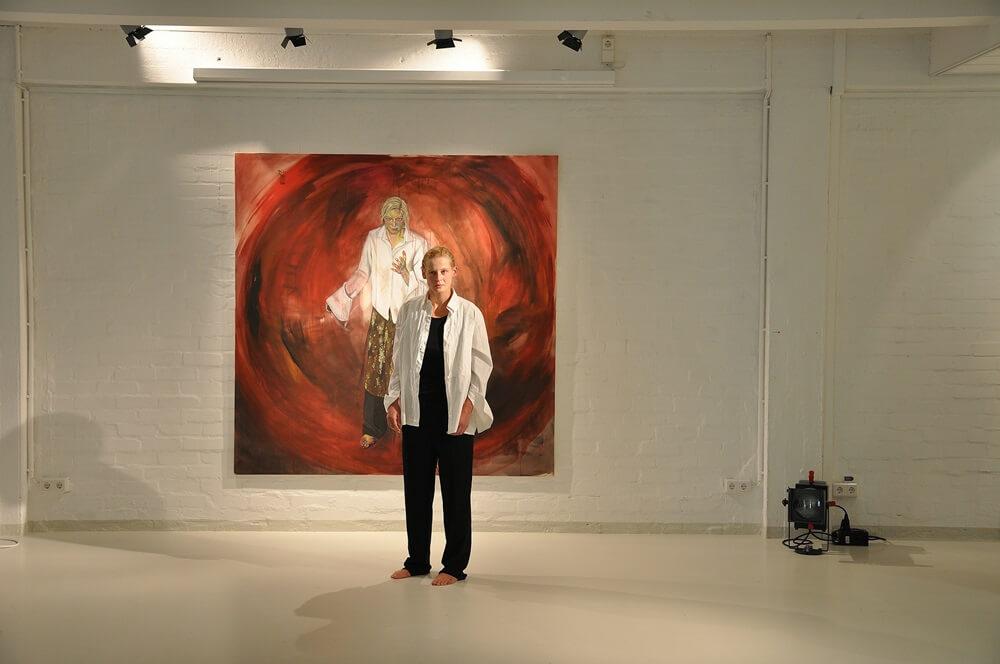 Die schauspielerin Jana Schulz in der Rolle der Penthesilea vor gleichnamigem Gemälde