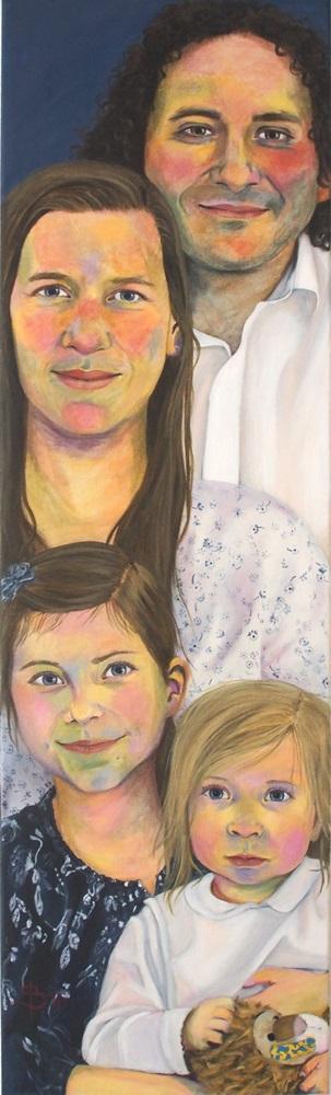 Familienportrait mit zwei kleinen Kindern und Stoffloewe von Stephanie Bahrke